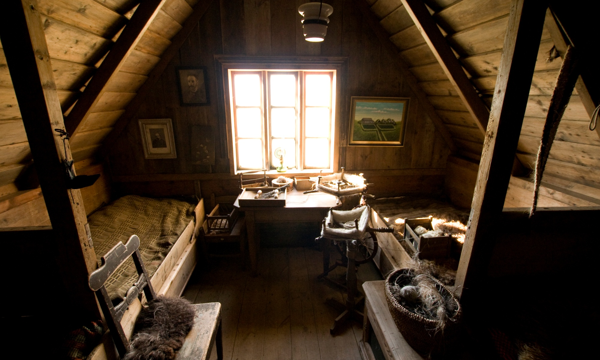 Attribution By Ben Husmann from Chicago, USA (Attic bedroom Uploaded by Yarl) [CC BY 2.0 (http://creativecommons.org/licenses/by/2.0)], via Wikimedia Commons